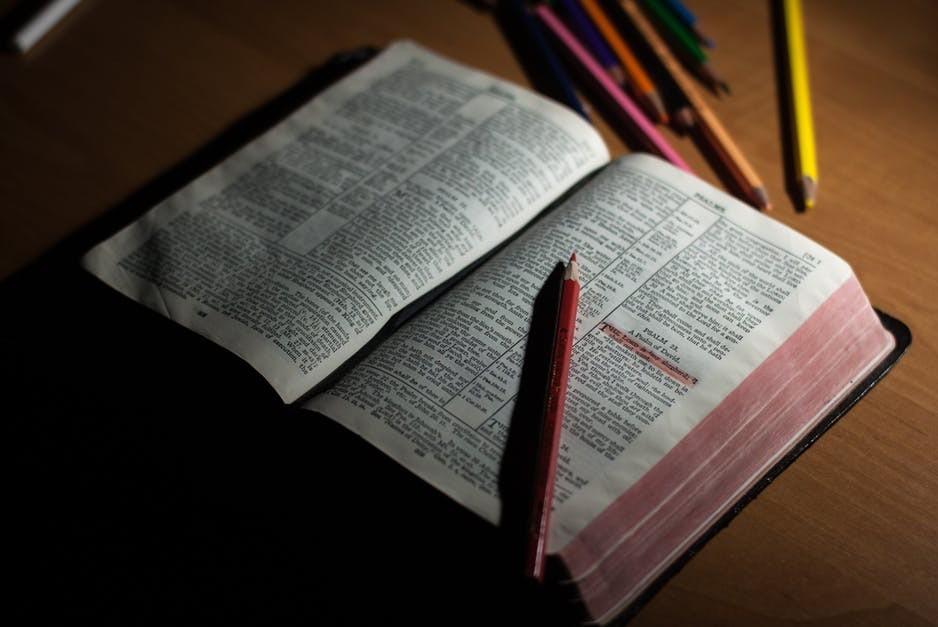 Los apóstoles dan testimonio